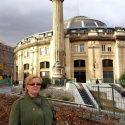 devant la colonnade de Ruggieri
